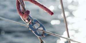 rope-and-carabiner-on-boat.jpg
